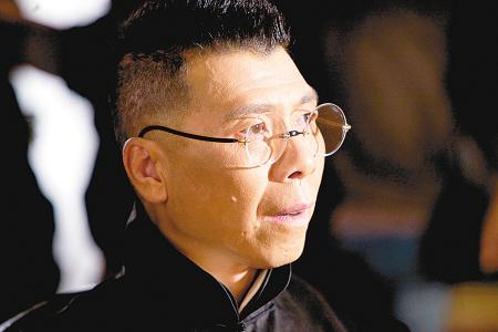 快讯 | 冯小刚喊话偶像经纪人:不要再给手里这些艺人修图了!