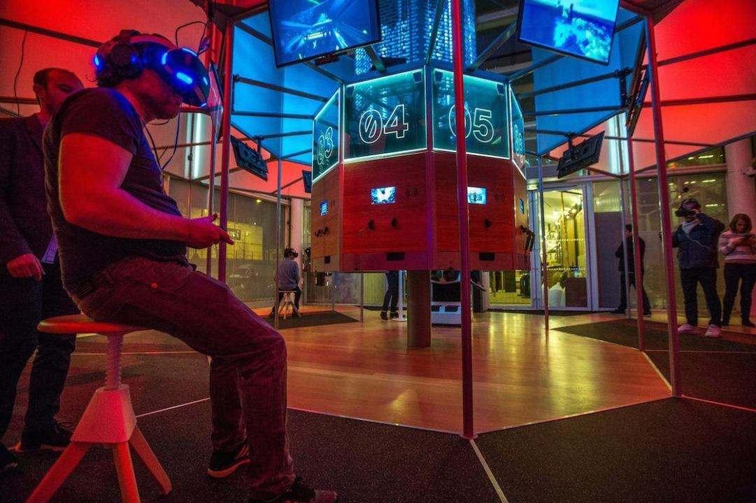 贾樟柯张艺谋都在布局VR,我们其实更关心VR影院能赚钱么?