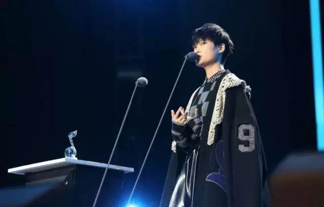 """李宇春变""""男歌手""""乌龙背后,从技术流分析QQ音乐盛典六大槽点!"""