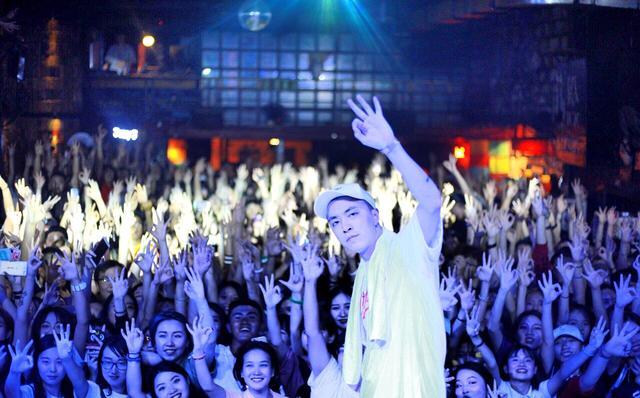 比周杰伦还抢手?嘻哈歌手欧阳靖、Jony j开个人演唱会,门票开售就秒光